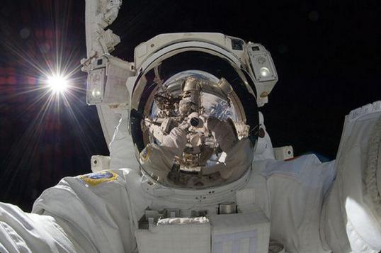 Aki Hoshide selfie in space